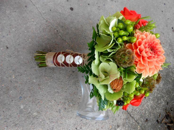 zeleno-hnědá 2.místo kategorie Svatební kytice za rok 2014 v soutěži časopisu Floristika