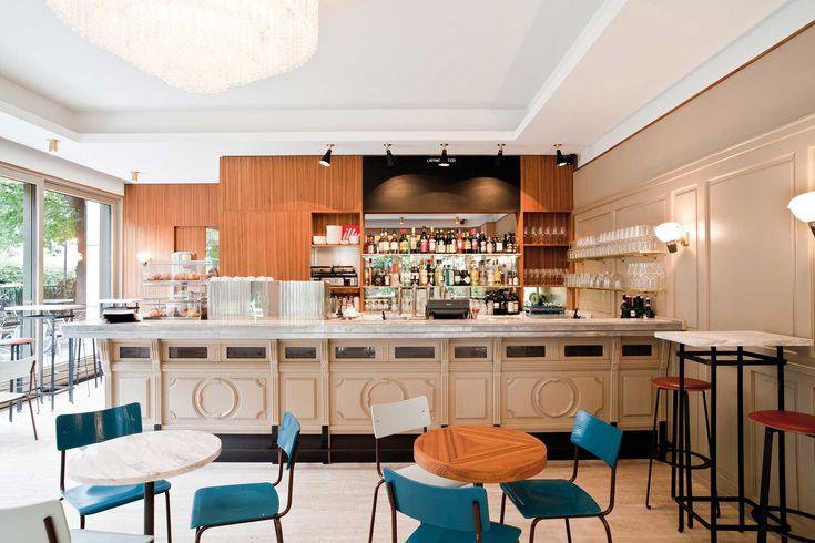 Die Bar Giornale in Schwabingen ist das jüngste Geschäft von Kull und Weinzierl. Nach einem Spaziergang durch den Englischen Garten ist es nur ein kurzer Weg auf einen Cappuccino (2,30 Euro).