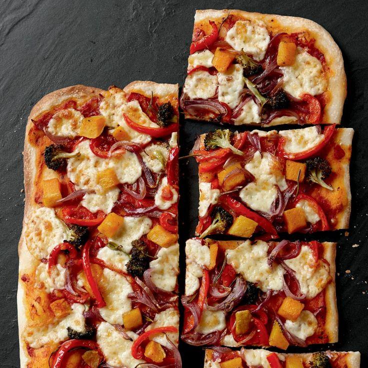 Pizza aux légumes rôtis et fromage en grains
