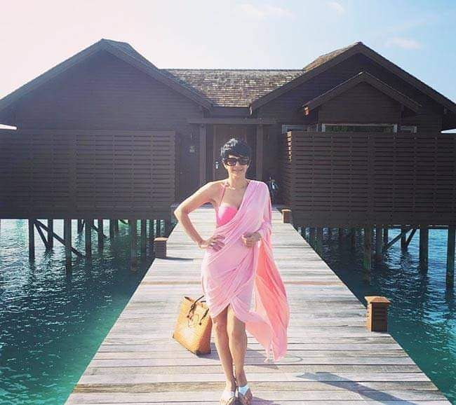 Mandira Bedi is on a family holiday at Maldives and is looking smoking HOTTT!! @filmywave   #MandiraBedi #holidays #familytime #vacation #maldives #beach #bikini #babe #model #bollywood #instadaily #instagood #instalike #like4like #followus #filmywave