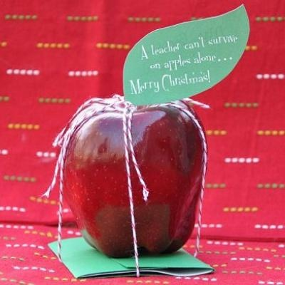 Such a cute way to give a gift to a teacher!: Teacher Gifts, Gifts Cards, Christmas Gifts Ideas, Teacher Christmas Gifts, Apple, Starbucks Cards, Teacher Appreciation Gifts, Gift Cards, Dixie Delight