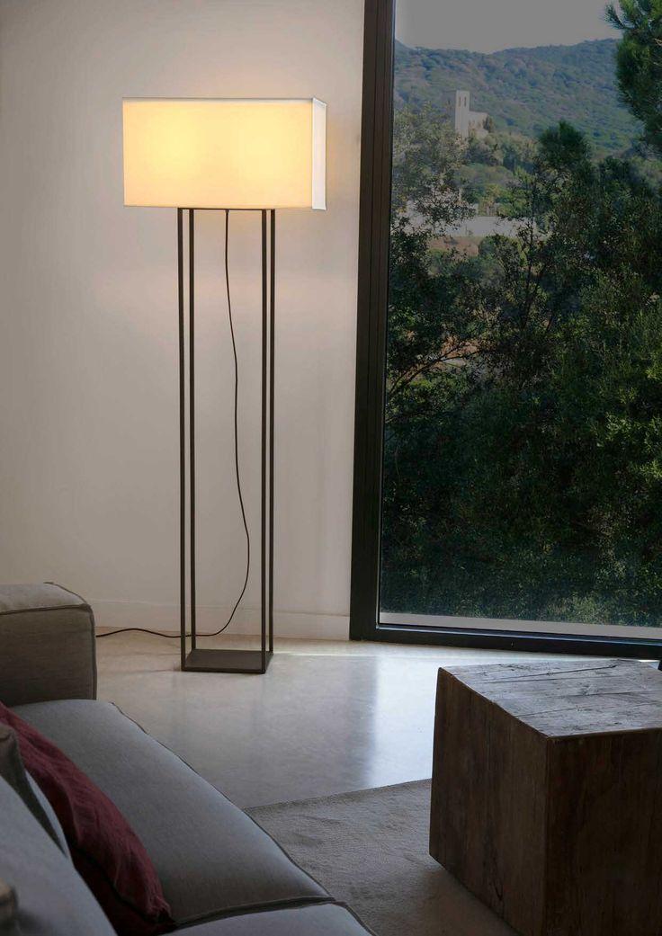 Επιδαπέδιο φωτιστικό, δίφωτο, σε μοντέρνο στυλ, μεταλλικό με καπέλο υφασμάτινο. Vesper από τη Faro Barcelona. Διατίθεται σε λευκό-μπεζ και καφέ-μπεζ. --------------------------- Floor lamp, in modern style, metal with textile hat. Available in white-beige and brown-beige. #livingroom #livingroomideas #floorlamp #decoration #decorationideas #floorplans #homedecor