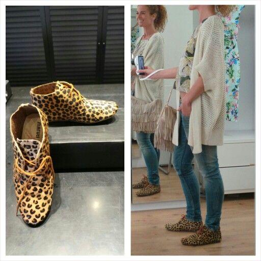 VOORJAARSTREND 2014: DIERENPRINT-SCHOENEN  Van luipaard tot zebra, dit voorjaar zul je schoenen en sneakers in alle dierenprints zien. Ik heb mijn slag geslagen met deze comfortabele tijgerprint schoentjes en heb ze gelijk à la Suzi gecombineerd.