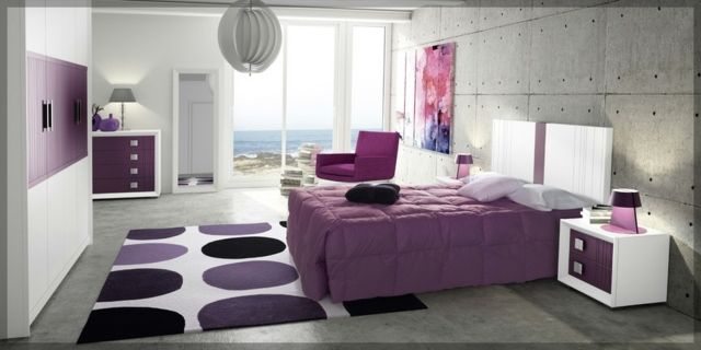 lila Bettdecke Teppich Punkte Sichtbeton Wand