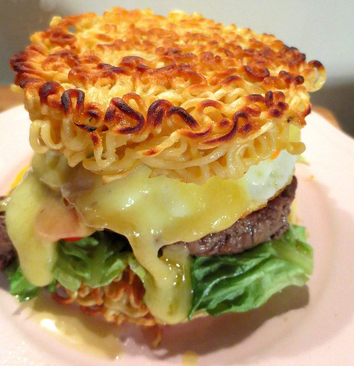 Ramen Burger ou La Folie Culinaire Japonaise / Ramen Burger Japonese Treat / Ramen Burger o Hamburguesa con Fideos Ramen: La Nueva Moda Culinaria Japonesa