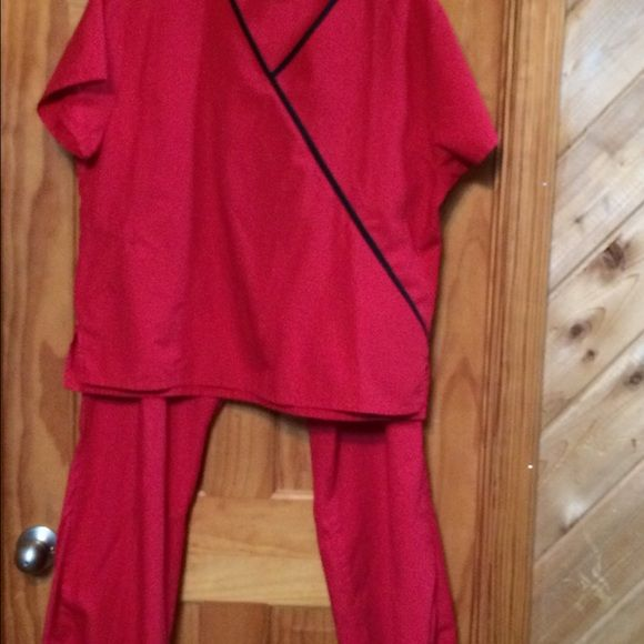 Scrub set Cherokee brand red with black contrast excellent condition . Cherokee Other