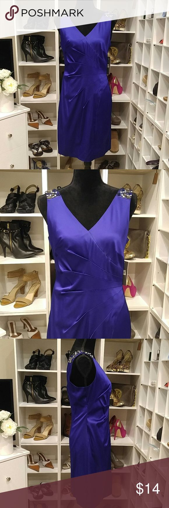 """NWT DONNA RICCO COBALT BLUE DRESS 8 Gorgeous Cobalt Blue Donna Ricco Dress. Length-37"""" Pit to pit-18"""" Feels like silk 76% acetate, 22% nylon, 2% spandex Lining 100% polyester. Missing one of the jewels on the right shoulder and 2 on the left. Very hard to notice that they are gone luckily because of the color.  Other than that excellent condition. Zips up back. Fully lined. Donna Ricco Dresses Midi"""