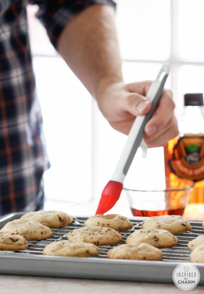 Butter Pecan Maple Crisps - these cookies taste like fall! #IBCFallCookieWeek
