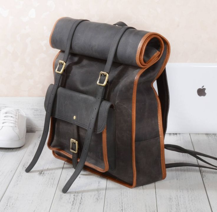 Are you interested in our large leather backpack? With our vintage leather backpack for man you need look no further.
