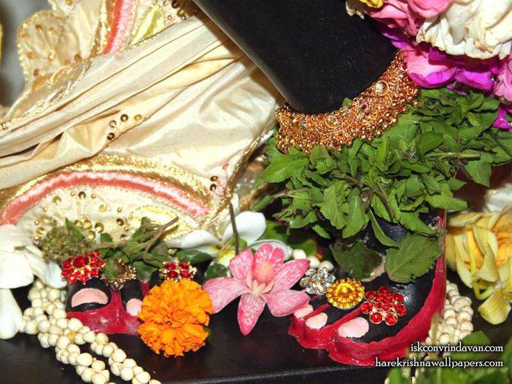 http://harekrishnawallpapers.com/sri-shyamsundar-feet-iskcon-vrindavan-wallpaper-001/