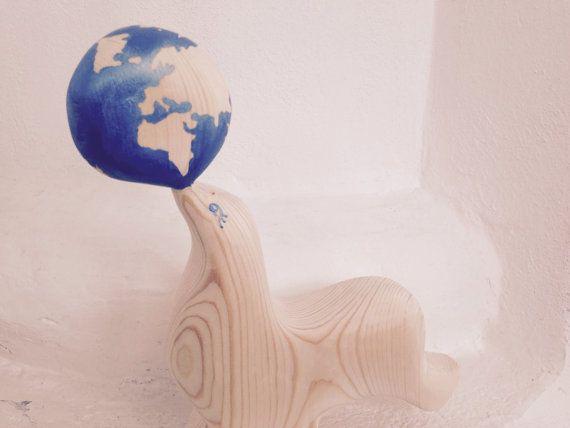 Guarnizione giocando con lo scultura in legno di BoisetRois