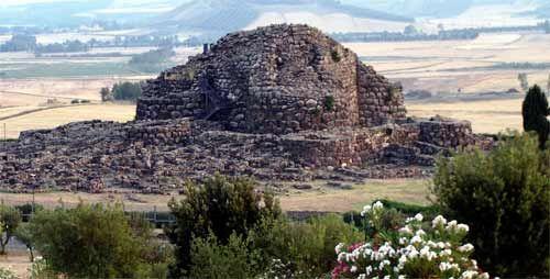 """Arche Tour: """"L'Isola dei nuraghi: la #Sardegna centrale e l'ossidiana""""    I monumenti preistorici della Sardegna ci raccontano una affascinante storia di popoli antichi che affrontano un viaggio in un mare ampio e profondo"""