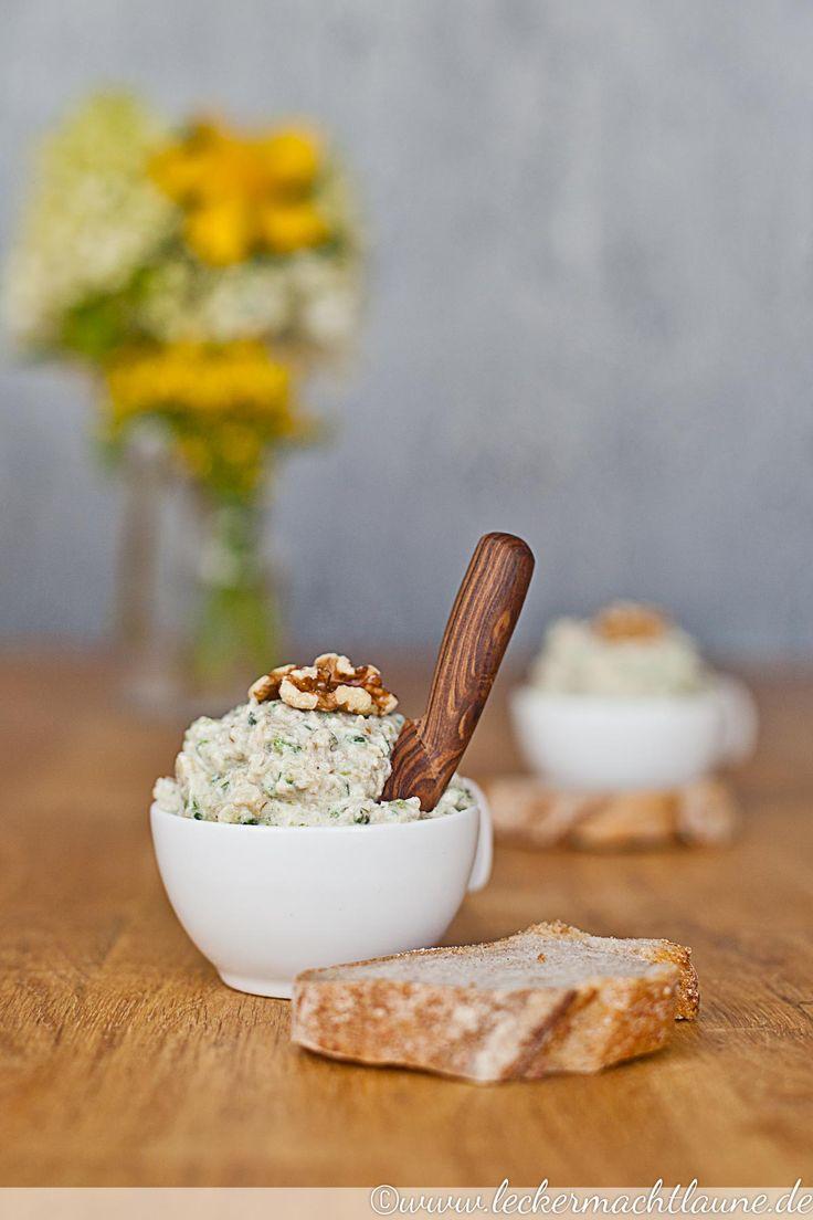 Leckerer Zucchini-Walnuss-Aufstrich. Egal ob einfach aufs Brot oder zu irgendetwas dazu. :)