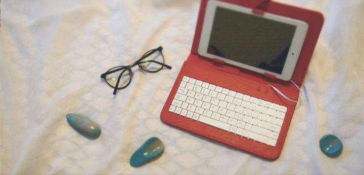 tablet, okulary, kamyki.... drzemeczka.... AkuStones.
