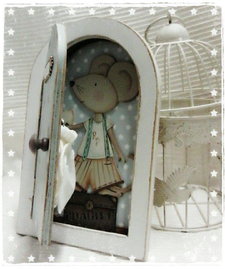 Puerta en madera y siluetas en DM de hada o ratón perez para decorar, de Dayka Trade.