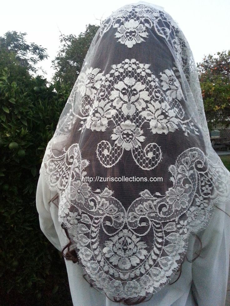 Spanish Mantilla / Chalina Espanola  Color Cream  Design Lace by Leavers buy it at http://zuriscollections.com