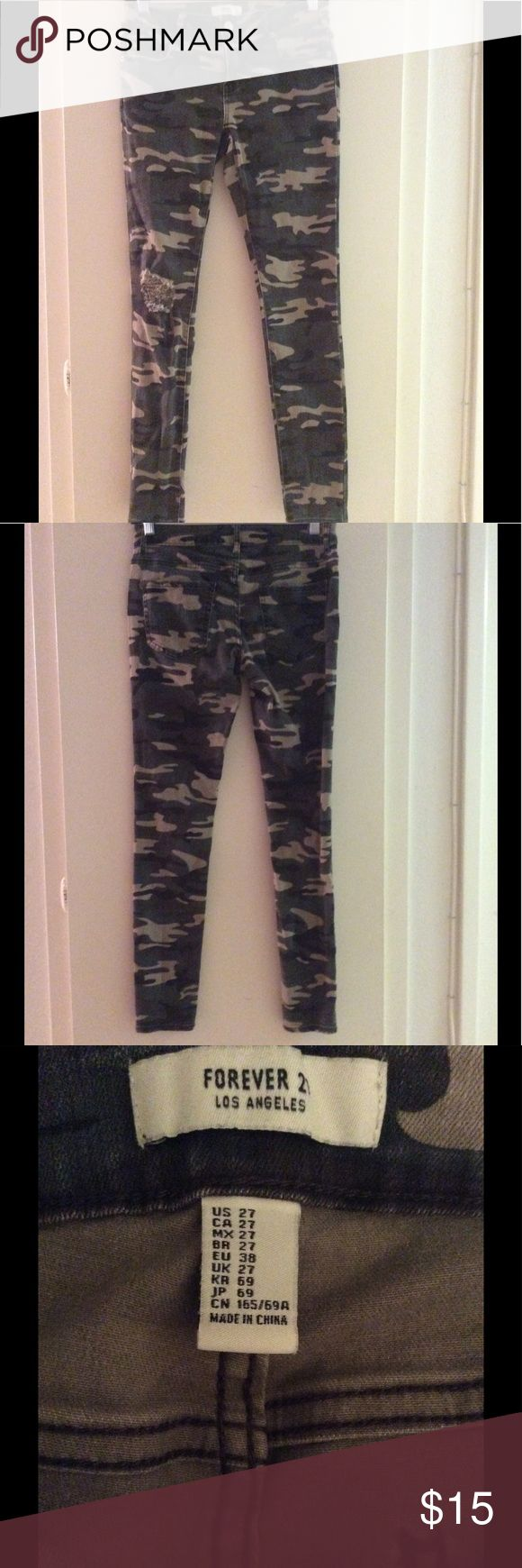 Forever 21 camouflage skinny jeans Super cute 😍 great fit, rarely worn. Great condition Forever 21 Jeans Skinny