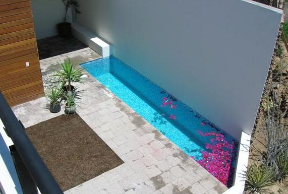 Piscinas para patios peque os ideas buscar con google for Albercas patios pequenos