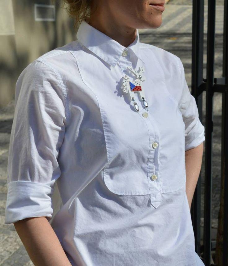 Bílou košili má doma každý, šťávu jí dodá Czechiella.
