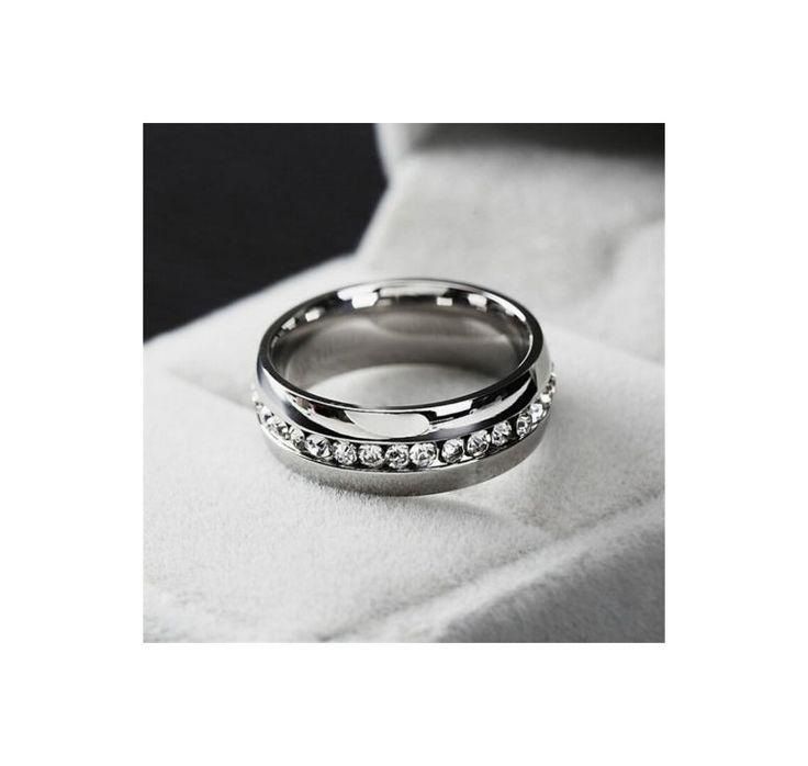 Kill / herr ring med ett band av swarovski stenar runt ringen
