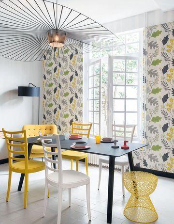 Luminous yellow living room / salon jaune lumineux | More photos http://petitlien.fr/decomaison