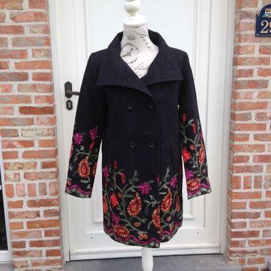 Nieuw! :: Zwarte jas met borduursel - Smashed Lemon