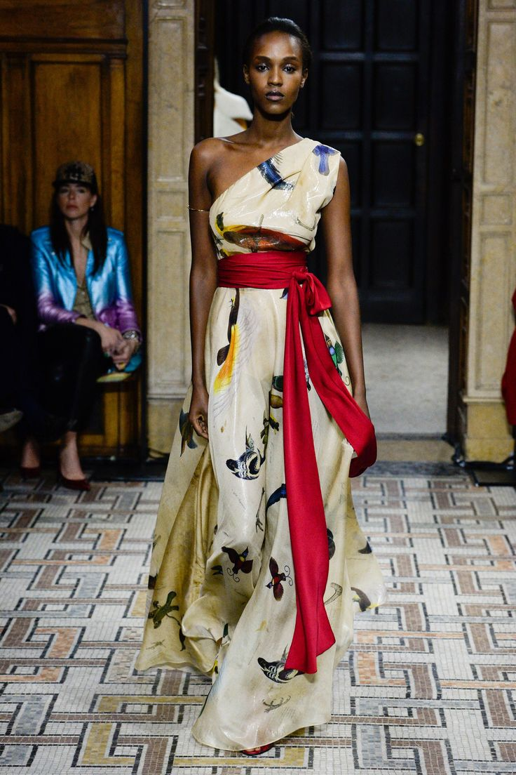 See the complete Vionnet Fall 2017 Ready-to-Wear collection.