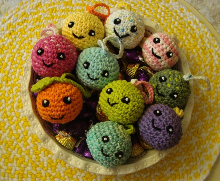 Crochet Amigurumi Smiley Faces : Smiley crochet ornaments (and candy) for trick-or-treaters ...