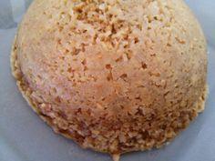 - 1 oeuf - 100 g de compote de pommes - 40 g de flocons d'avoine - 1/2 sachet de levure chimique Dans un bol, mélangez l'oeuf à la compote. Ajoutez les flocons d'avoine et la levure. Bien mélanger. Mettez au micro-ondes 4-5 minutes. Normalement c'est...