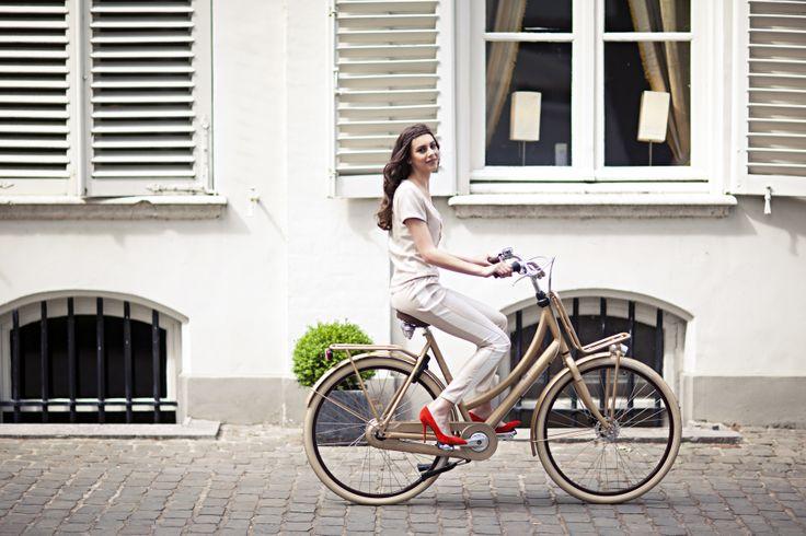 #french #style #fashion #bicycle #bike #fiets #design #cortina #gold #pretty #fashionista Stijlgroep Utility
