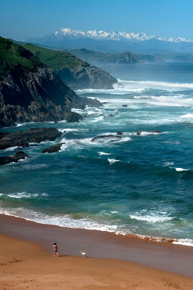 Playa de Tagle con los Picos de Europa al fondo   Cantabria