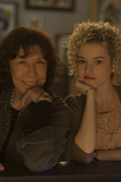 Still of Lily Tomlin and Julia Garner in Grandma (2015)