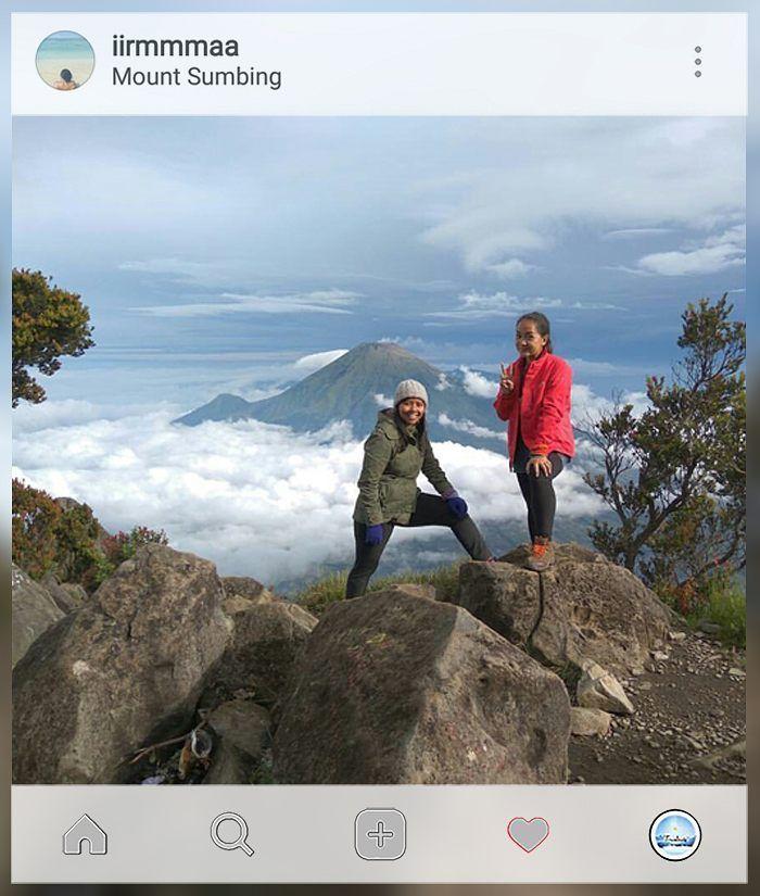 WE DID IT!!  tag your travelmate  . . location : #Gunung #Sumbing Credit to: @iirmmmaa . . Gunakan hashtag #travelmate siapa tau foto kamu selanjutnya yg kami repost  . . . #pendakikeren #pendakiceria #sahabatpendaki #blueskies #love #work #hijab #sports #follow #likes #travel #nature #sky #portrait #girls #traveling #vacation #mountain #hiking #pendakicantik #trekking #topofmountain Travelmate Today IndonesiaTravelmate Today Indonesia