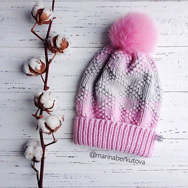 Нежная зефирка в наличии 100% меринос, меховой помпон. 2600₽ Как сидит на голове смотрите в stories #berkutova_шапкабини _________________________ #вяжутнетолькобабушки #вязаниеназаказ #вязанаяшапка #вязаныешапки #шапкабини #меховойпомпон #handmade #knit #knitt #knits #knitstagram #knitwear #knitting_is_love #knitting_inspire #knitting #knitting_inspiration #i_loveknitting #berkutova_knitting #berkutova_вналичии