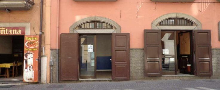 Locale commerciale nel centro storico di 26 mq composto da ambiente unico con bagno. Altezza 3,75 ml.