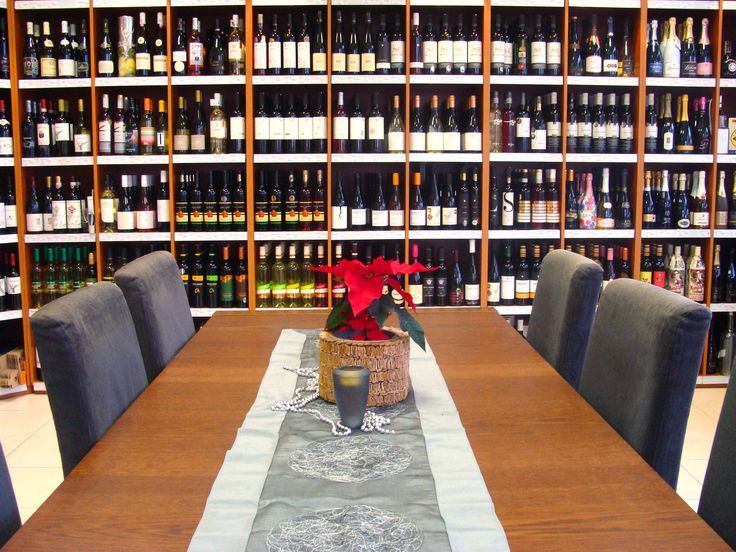 Vianočný ruža alebo Vianočná hviezda ... Vedeli ste že pochádza z Mexika a jej názov je Prýštec najkrajší ?  #prystecnajkrajsi #vianocnahviezda #vianocnaruza #vianoce #vianocnykvet #vianoce2017 #inmedio #in_medio #vinoteka #wineshop #glassware #vino #wine #wein #dekoracia #krasne #design #dizajn #vianocnystol #krasnevianoce #christmas #vianocnapohoda #stastneaveselevianoce #navianoce #flower #christmasflower