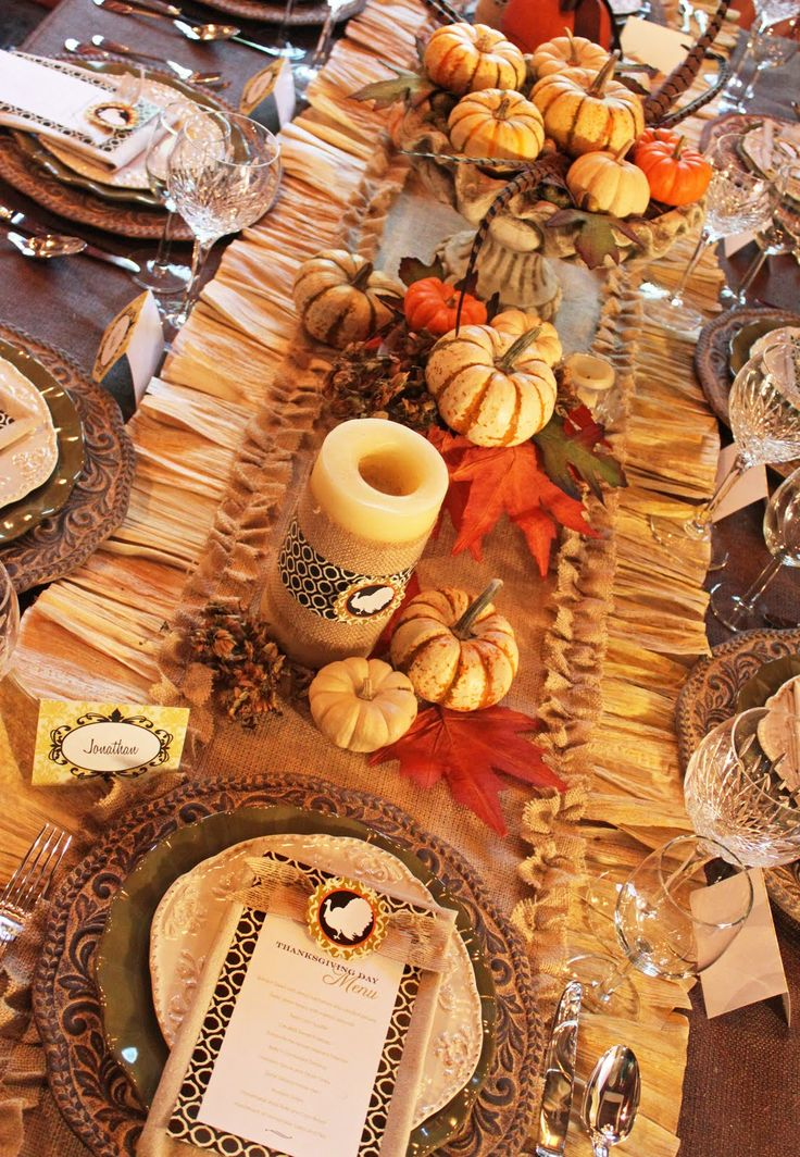 Tutorial Corn Husk u0026 Burlap Table Runner & 155 best Oh My! Table Settings images on Pinterest | Harvest table ...