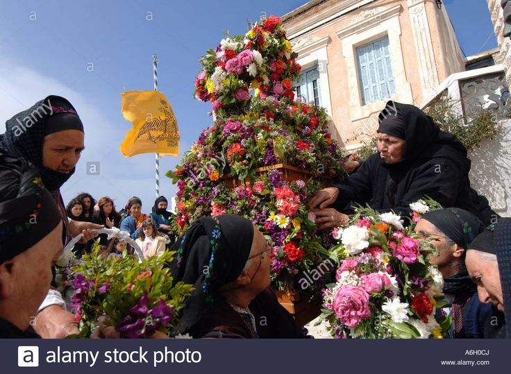 Good Friday Epitaphios. Olympos Karpathos. Dodecanese's islands. Greece Velissarios Voutsas IML Image. www.alamy.com.