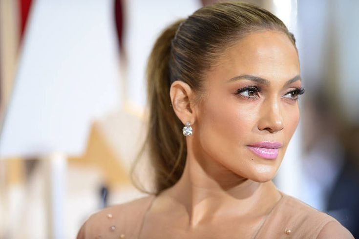Jennifer Lopez Reduces Southern California Home - WSJ