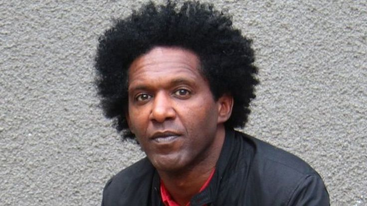Lemn Sissay arranges Christmas dinner for care leavers - BBC News