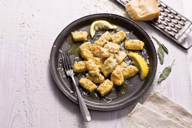 Heerlijke gnocchivariant met zoete winterpeen. Zalig met de saus! Recept - Wortelgnocchi met salie en citroenbotersaus