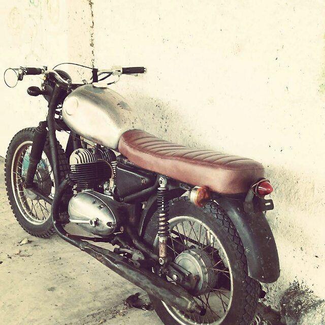 Jawa 350cc 1970 Café racer!  Repost @pabloecheverria13795  #jawa…