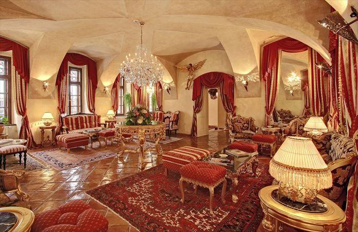 プラハのカレル橋から徒歩5分の所にある「アルキミスト・グランドホテル」♪まるで宮殿のような内装です・・・