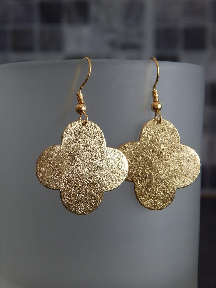 """Boucles d'oreille """"Trèfle"""" dorées et martelées : Boucles d'oreille par bijou-lie"""