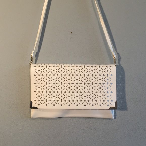 Purse Beautiful white purse that can be worn on the shoulder or just as a clutch. The shoulder strap does come off. White color has absolutely no stains or spots anywhere inside the purse or on the outside. White matches pretty much anything it needs a new home! Bags Shoulder Bags