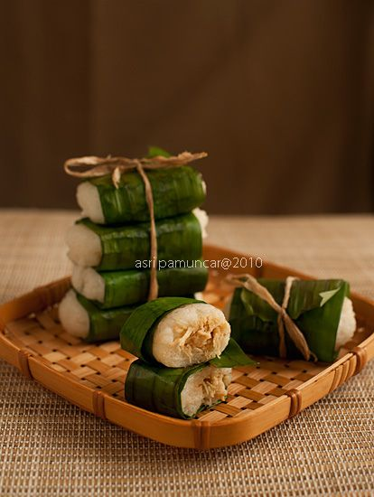 Lemper : savory glutinous rice with spicy chicken or tofu-tempe filling, wrapped in banana leaves my favorite