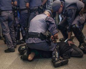 Bombas de gás e spray nos olhos: é assim que a polícia reage aos protestos | Politica | EL PAÍS