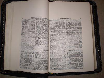 Bwana joen kynästä: Homoseksuaali haastaa Raamattuja julkaisevan kusta...