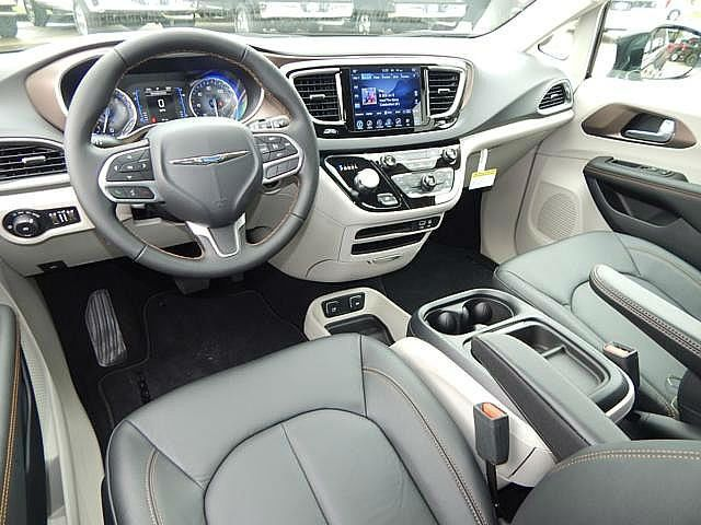 2017 Chrysler Pacifica Touring-L Interior