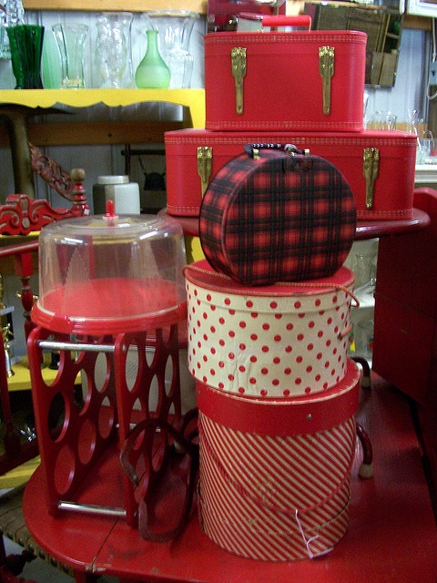 Charming VIntage boxes - would love to have all of them, especially the plaid one.